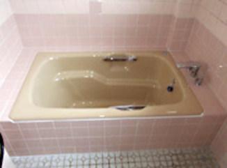 バスルームリフォーム 水栓を滝吐水で丈夫なホーロー浴槽