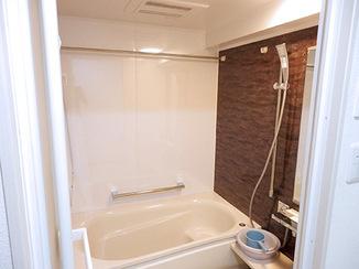 バスルームリフォーム 落ち着いてゆっくりとくつろげる浴室