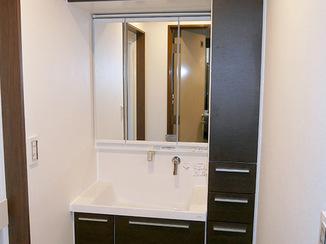 洗面リフォーム 狭いスペースでも収納力ばつぐんの洗面台