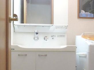 洗面リフォーム ホワイトが美しい洗面台で収納力アップ