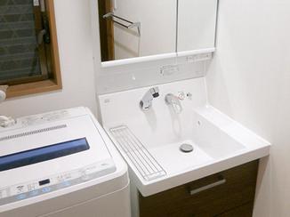 洗面リフォーム 幅がなくても収納力ばっちりの洗面台