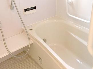 バスルームリフォーム 手すりを多めにつけた安全第一の浴室