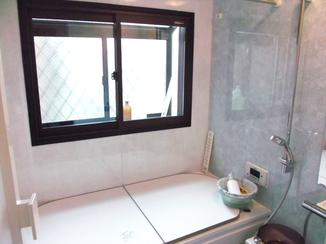バスルームリフォーム 複層ガラスでカビも気にならない快適なバスルーム