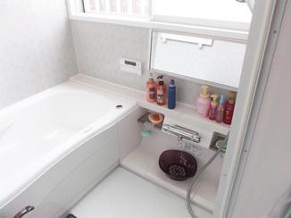 バスルームリフォーム 増築ナシで広さを確保!足も伸ばせるゆったりバスルーム