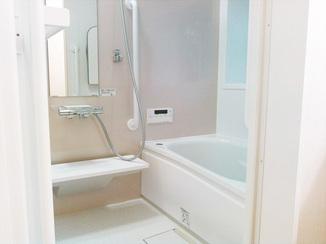 バスルームリフォーム 床は滑りにくくて安心!魔法びん浴槽で快適な空間になったバスルーム
