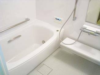 バスルームリフォーム 将来を見据えバリアフリーに。これから先も安心して使えるバスルーム