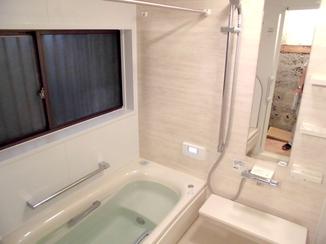 バスルームリフォーム 洗面台と洗濯機を独立させ、使いやすくなった浴室