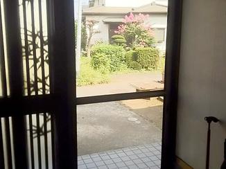エクステリアリフォーム 網戸を取り付け風通しがよくなった玄関