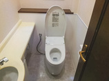 トイレリフォーム清潔感があり清掃性も向上したトイレ