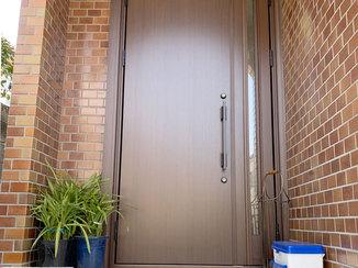 エクステリアリフォーム 強い日差しが入りにくい断熱対策をした玄関ドア