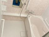 バスルームリフォームお湯が冷めにくい温かな浴室と、清掃性の高い洗面台