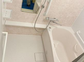 バスルームリフォーム お湯が冷めにくい温かな浴室と、清掃性の高い洗面台