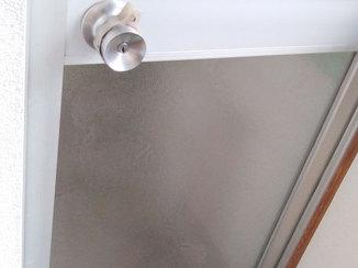 小工事 ひび割れた浴室ドアのガラス交換