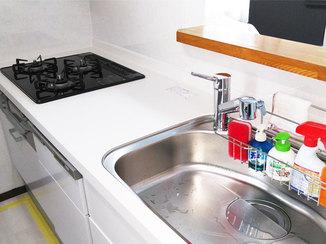 キッチンリフォーム 清掃性がアップしたキッチンと、収納がスッキリ使いやすいトイレ