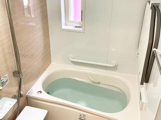 バスルームリフォーム 断熱窓と保温力のある浴槽で温かくなった浴室
