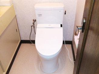 トイレリフォーム 壁付リモコンが使いやすい、節水型のトイレ