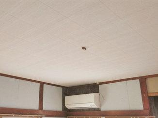 内装リフォーム 吸音効果のある天井材で、快適に在宅ワークができるようにしたお部屋
