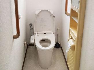 トイレリフォーム 脱臭効果のあるクロスでにおい対策をしたトイレ空間