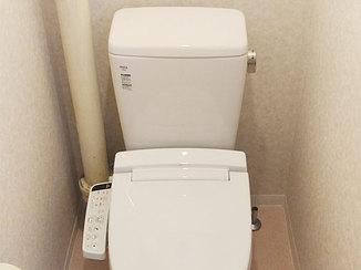 トイレリフォーム 給水管をスッキリさせ、明るく清潔な空間になったトイレ