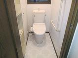 トイレリフォーム華やかな柄クロス&クッションフロアで一新したトイレ