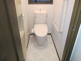 トイレリフォーム 華やかな柄クロス&クッションフロアで一新したトイレ