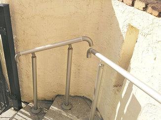 小工事 安心して階段を昇り降りできる手すり