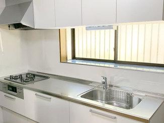 キッチンリフォーム スライド収納が使いやすいキッチンと、床がヒヤっとしない温かなバスルーム