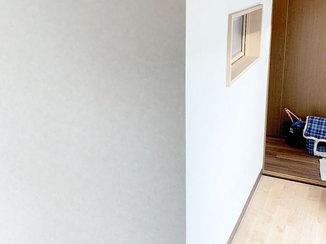 内装リフォーム 採光窓をつけ、2つに分けた子ども部屋