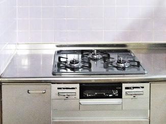 キッチンリフォーム お手入れが楽な最新ガスコンロ&レンジフード