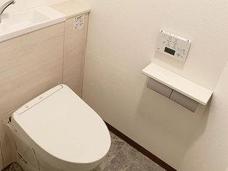 トイレリフォーム タンクレス便器&スリムタイプの収納ですっきりしたトイレ