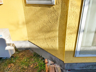 外壁・屋根リフォーム シロアリ対策をし、周りとマッチする色に仕上げた外壁
