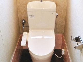 トイレリフォーム 迅速に修繕し、足元の寒さ対策もしたトイレ