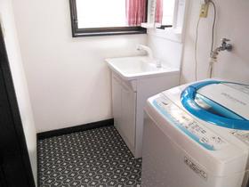 内装リフォーム耐水性を兼ね備えた、きれいで清潔感のある内装