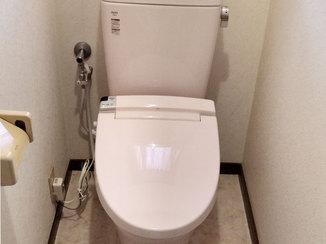 トイレリフォーム 床をキレイにして温水洗浄機能を取り付けたトイレ