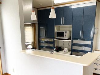 キッチンリフォーム 開放的で使いやすい、L字型カウンターつきのキッチン